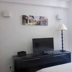 TV corner in the room of the Annexe - Villa Caroline Arcachon (France)