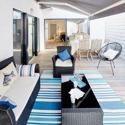 terrasse Villa Garance vue sur le salon de jardin