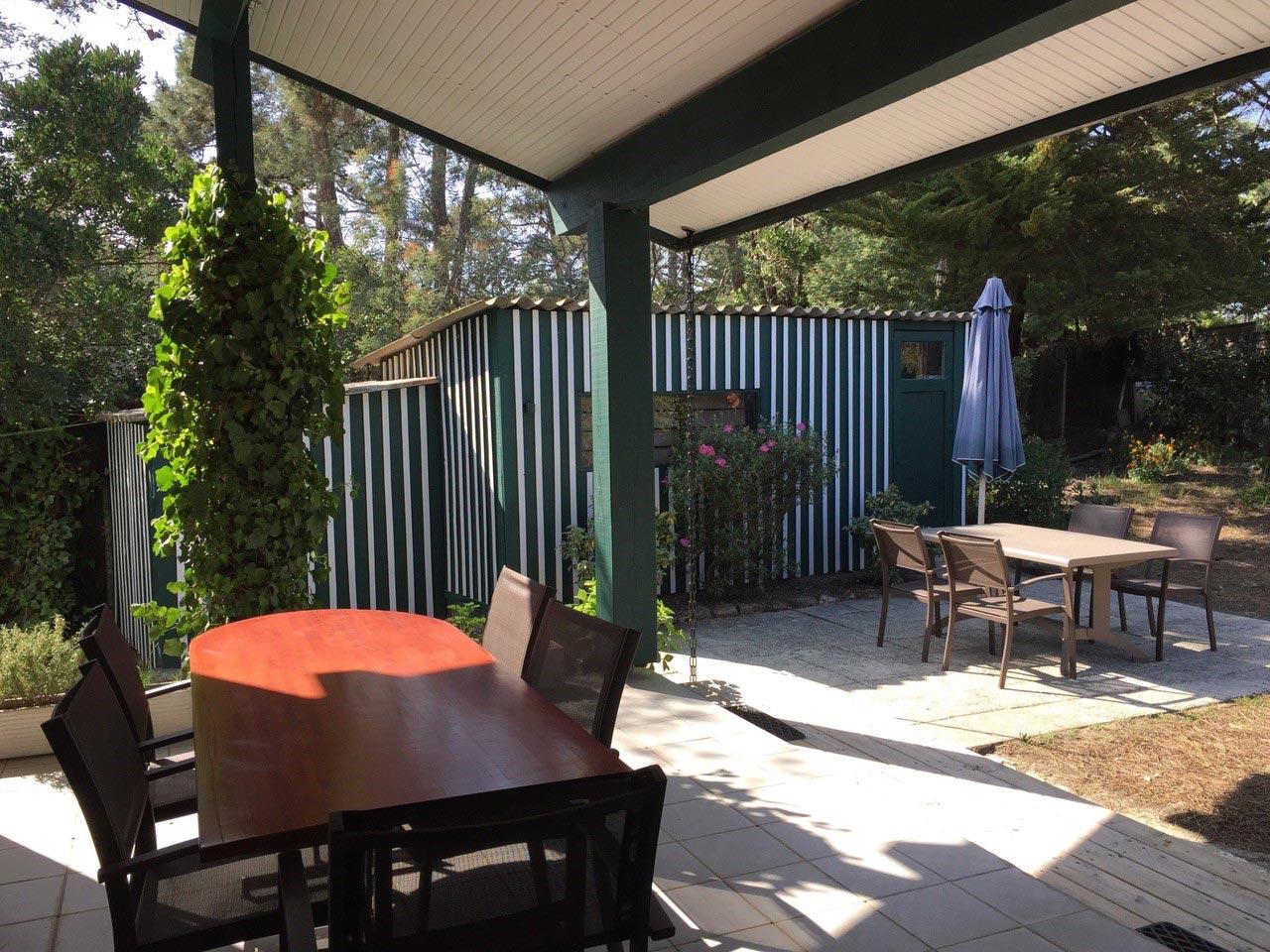 terrasse-couverte-villa-des-herons-location-cap-ferret – Villa Caroline
